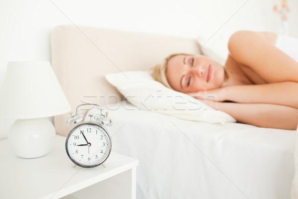 Человек во сне худеет