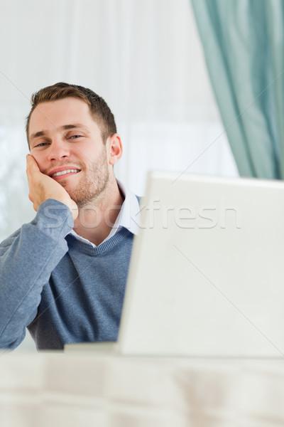 Genç işadamı bakıyor yorgun iş bilgisayar Stok fotoğraf © wavebreak_media