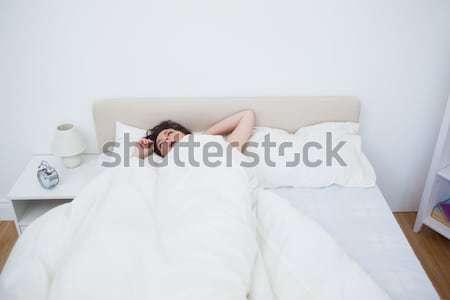 Infelice donna sveglia camera da letto felice letto Foto d'archivio © wavebreak_media