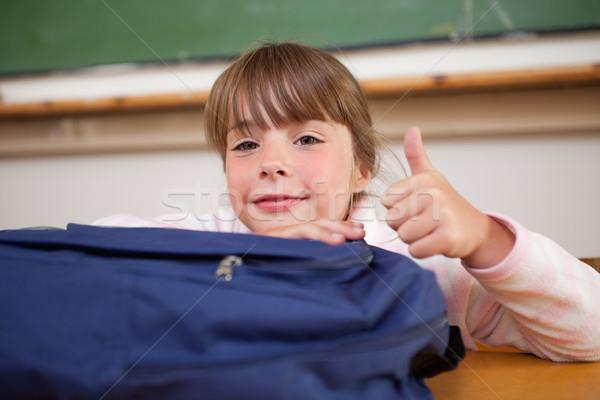Schoolmeisje poseren zak duim omhoog klas Stockfoto © wavebreak_media