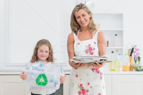 Sorridere madre figlia riciclaggio donna Foto d'archivio © wavebreak_media