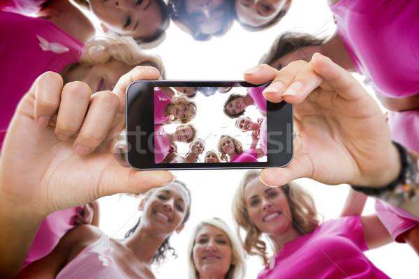 összetett kép kéz tart okostelefon mutat Stock fotó © wavebreak_media