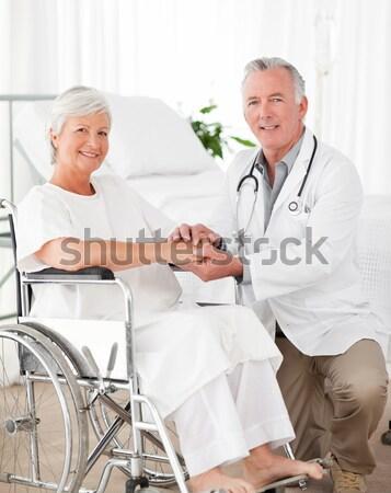 Gelukkig senior patiënt arts handen schudden medische Stockfoto © wavebreak_media