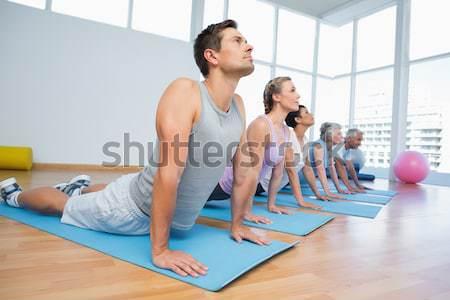 Grupo cobra pose ioga classe Foto stock © wavebreak_media