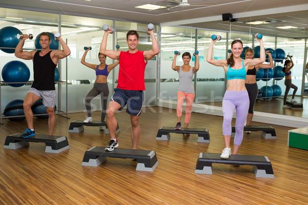 Fitness classe passo aeróbica halteres ginásio Foto stock © wavebreak_media