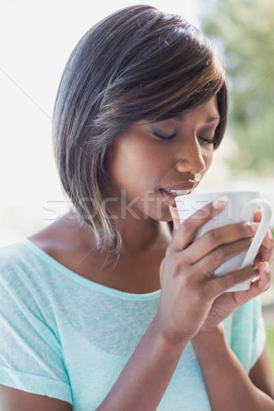 Mooie vrouw vergadering buiten koffie huis Stockfoto © wavebreak_media