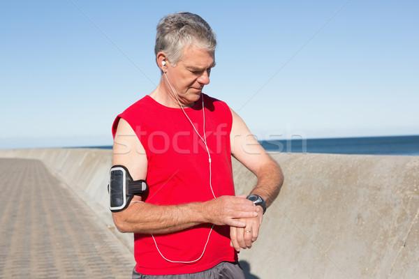 Actif supérieurs homme jogging pier Photo stock © wavebreak_media