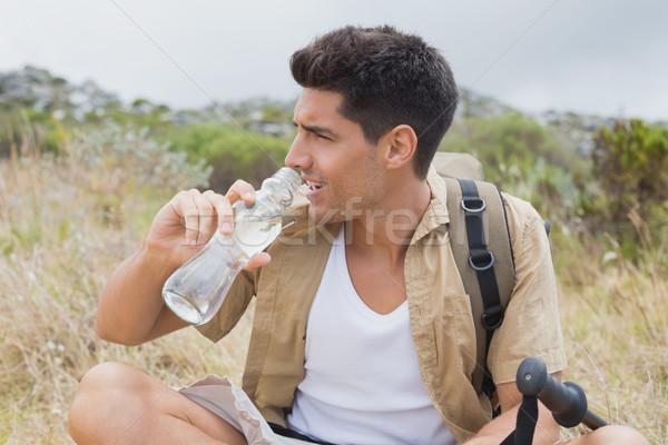 Wandelen man drinkwater berg terrein portret Stockfoto © wavebreak_media