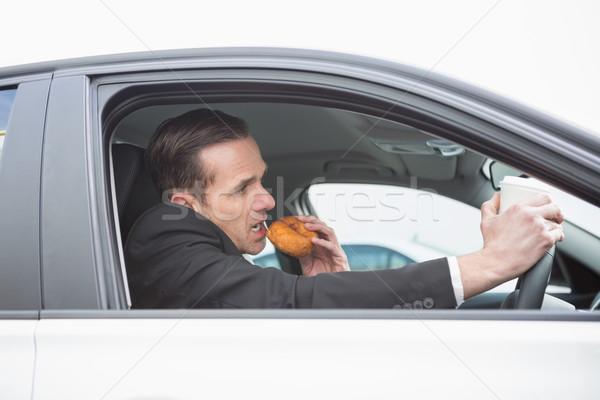 Zakenman koffie donut telefoon auto venster Stockfoto © wavebreak_media