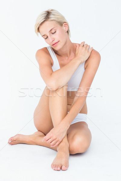 Pacifica donna seduta piano bianco corpo Foto d'archivio © wavebreak_media