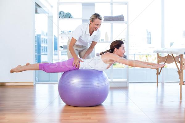 Trener pomoc kobieta wykonywania piłka medycznych Zdjęcia stock © wavebreak_media