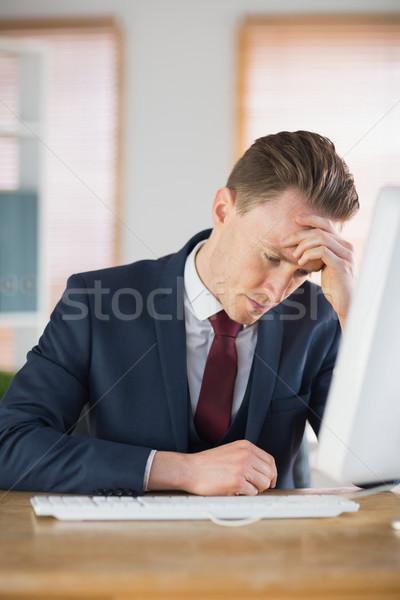 Bezorgd zakenman werken bureau kantoor computer Stockfoto © wavebreak_media