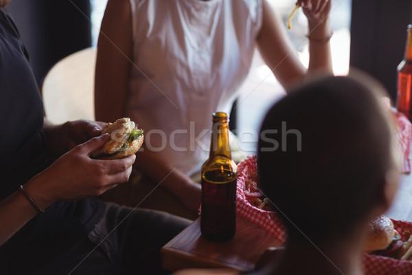 Amici pasto birra ristorante donna alimentare Foto d'archivio © wavebreak_media