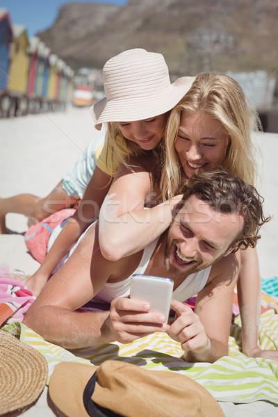 Família feliz toalha de piquenique praia mulher Foto stock © wavebreak_media