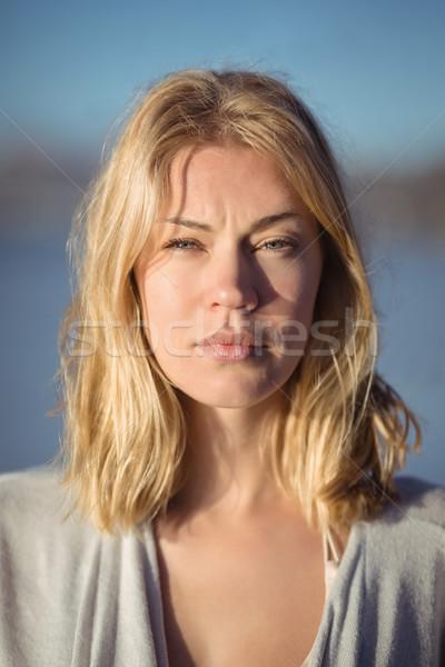 Ritratto grave donna spiaggia cielo Foto d'archivio © wavebreak_media