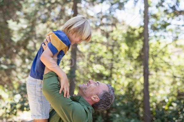 Ojciec w górę syn lasu Zdjęcia stock © wavebreak_media