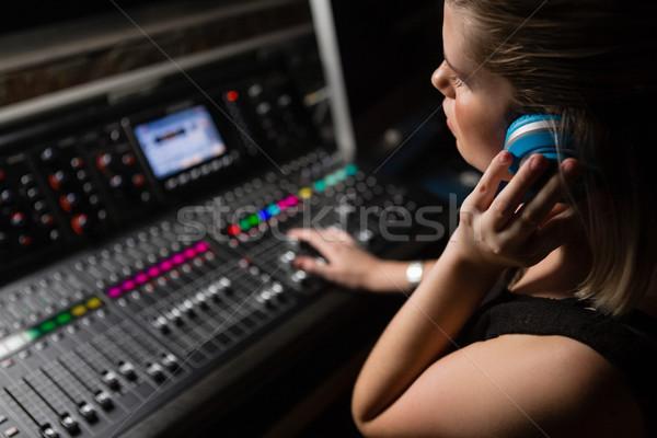 Kobiet audio inżynier dźwięku miksera Zdjęcia stock © wavebreak_media