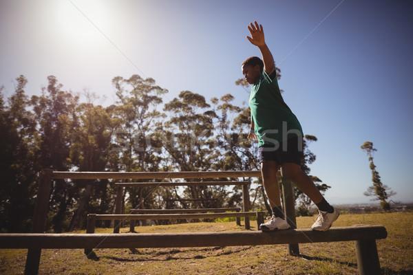 Nino caminando obstáculo arranque campamento Foto stock © wavebreak_media
