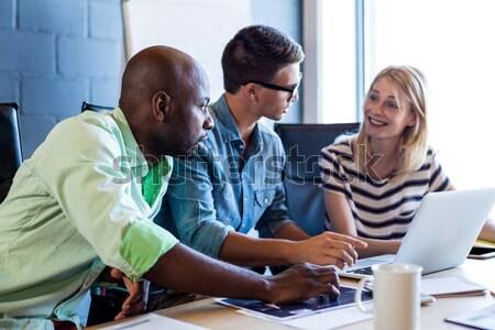 笑みを浮かべて ビジネスの方々  議論 創造 オフィス ストックフォト © wavebreak_media