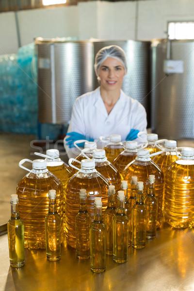 Portret vrouwelijke werknemer permanente olie Stockfoto © wavebreak_media