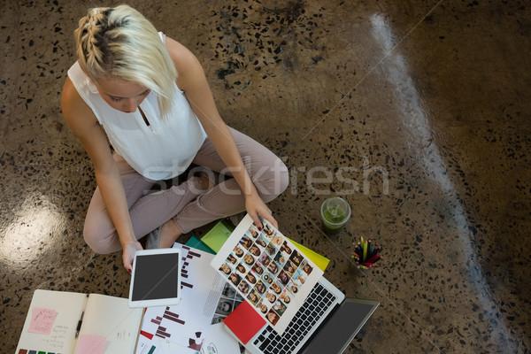 表示 女性実業家 文書 オフィス ストックフォト © wavebreak_media