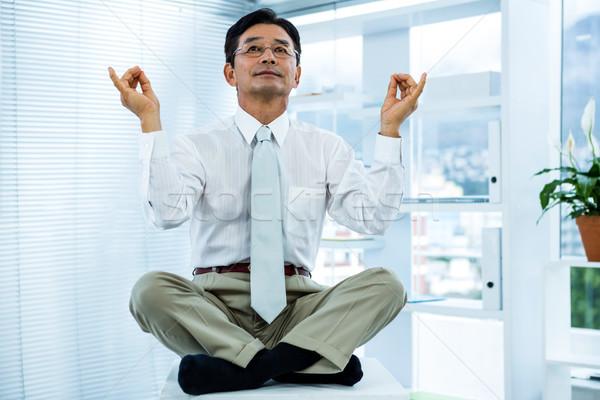 Békés ázsiai üzletember megnyugtató iroda öltöny Stock fotó © wavebreak_media