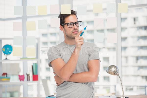 Figyelmes férfi néz cetlik ablak iroda Stock fotó © wavebreak_media