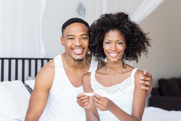 Boldog pár néz terhességi teszt ágy portré Stock fotó © wavebreak_media