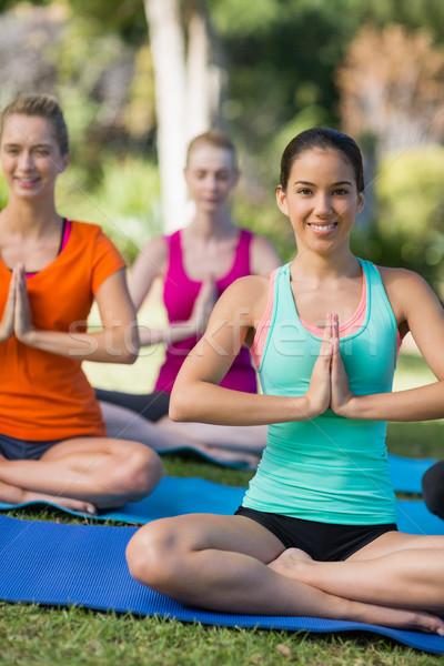 женщины йога счастливым парка женщину Сток-фото © wavebreak_media