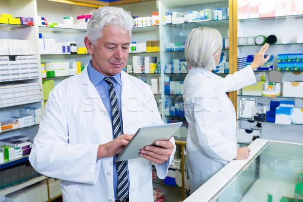 Pharmacien numérique comprimé collègue affaires femme Photo stock © wavebreak_media