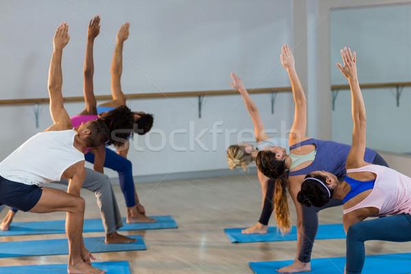 Grupo de personas realizar ejercicio gimnasio mujer Foto stock © wavebreak_media