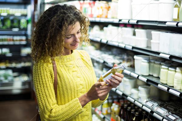 Kadın şişe yağ süper pazar Stok fotoğraf © wavebreak_media