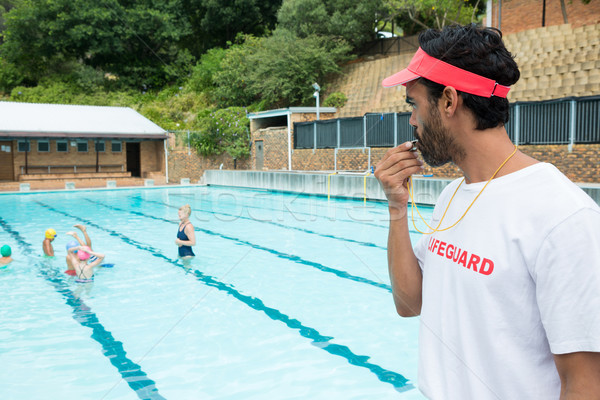 Foto stock: Salva-vidas · assobiar · estudantes · jogar · piscina