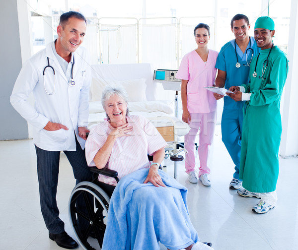 Orvosi csapat elvesz törődés idős nő Stock fotó © wavebreak_media