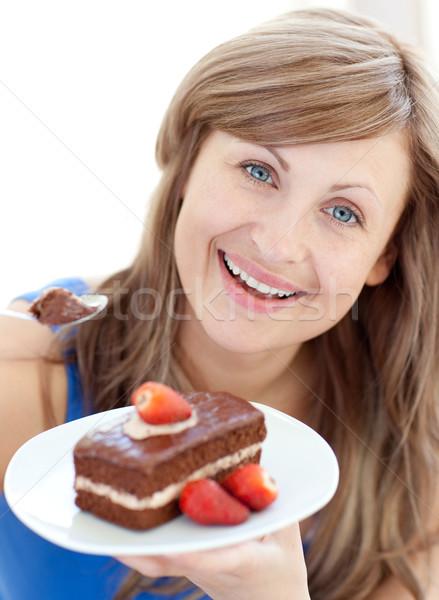 Brilhante mulher peça bolo de chocolate casa Foto stock © wavebreak_media