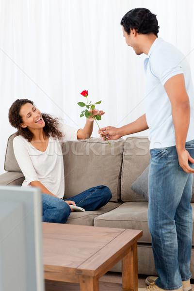 Imádnivaló férfi rózsa barátnő nappali otthon Stock fotó © wavebreak_media