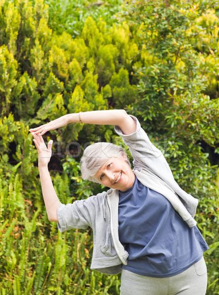 érett nő kert nő egészség park női Stock fotó © wavebreak_media