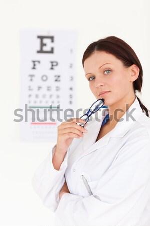 Morena mujer examen de la vista cirugía sonrisa Foto stock © wavebreak_media