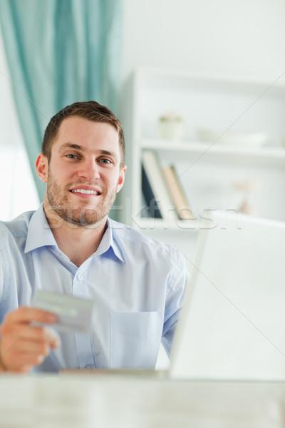 Jungen Geschäftsmann Kreditkarte Notebook Computer Internet Stock foto © wavebreak_media