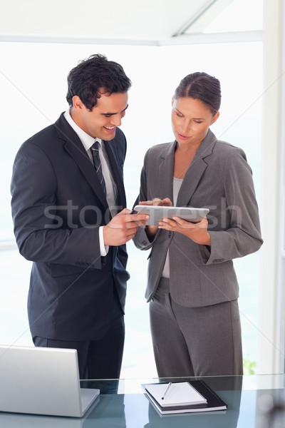 Jonge naar tablet samen computer Stockfoto © wavebreak_media