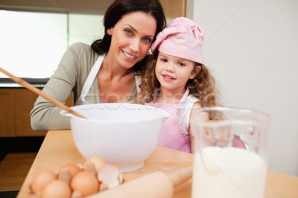 Anya lánygyermek együtt boldog konyha jókedv Stock fotó © wavebreak_media
