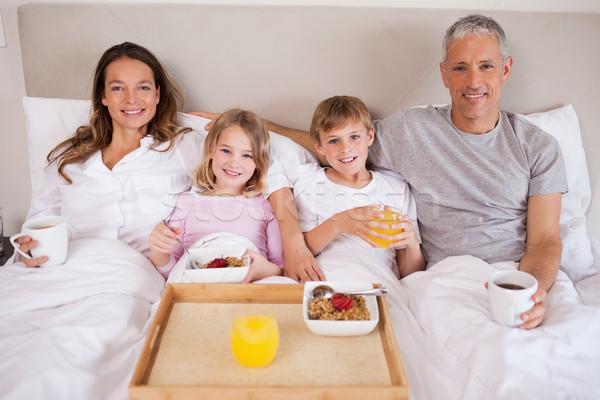 семьи завтрак спальня глядя камеры улыбка Сток-фото © wavebreak_media