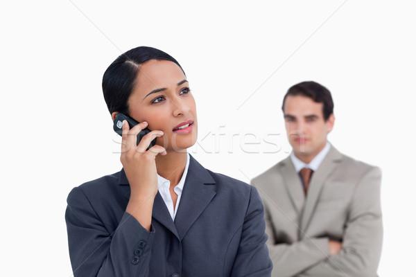 Vendedora colega detrás escuchar llamador blanco Foto stock © wavebreak_media