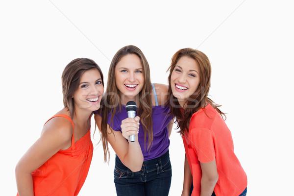 Tieners tonen glimlacht zingen gelukkig schoonheid Stockfoto © wavebreak_media