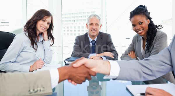 Twee directeur glimlachend naar collega's Stockfoto © wavebreak_media