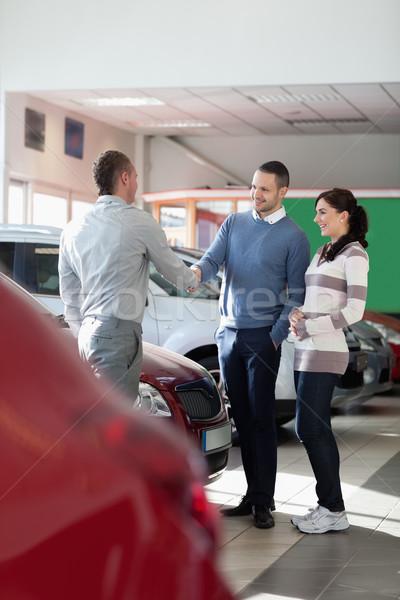 Autókereskedő kezet fog férfi autó bolt kezek Stock fotó © wavebreak_media