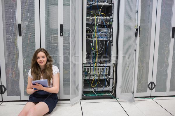 улыбающаяся женщина сидят полу серверы центр обработки данных Сток-фото © wavebreak_media