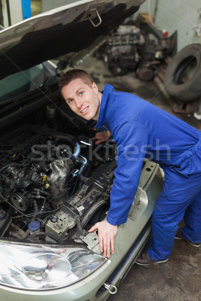 Mecánico examinar coche motor retrato masculina Foto stock © wavebreak_media