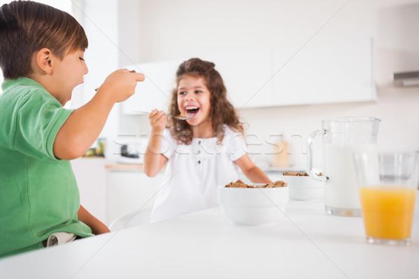 Deux enfants manger céréales cuisine maison Photo stock © wavebreak_media