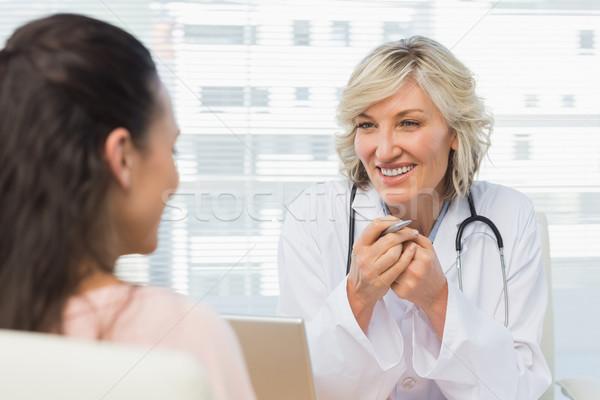 Barátságos női orvos párbeszéd beteg orvosi Stock fotó © wavebreak_media